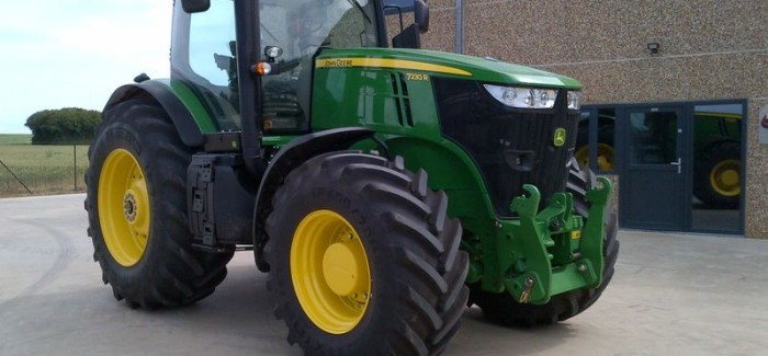 5 Features of the John Deere 7230R that separate it From the Pack