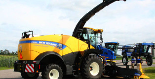 New-Holland-FR650-Front-Left