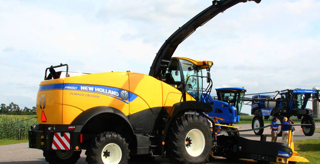 New Holland FR650 Self-Propelled Forage Cruiser
